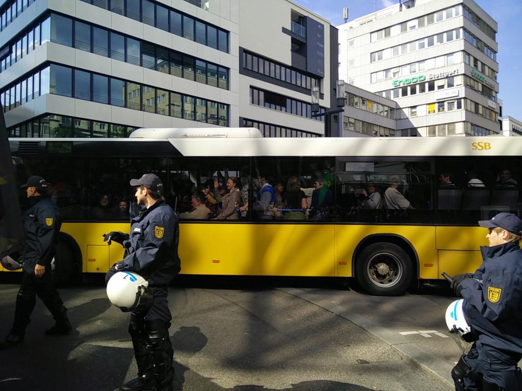 Pegida kommt  und die Stadt Stuttgart rollt den roten